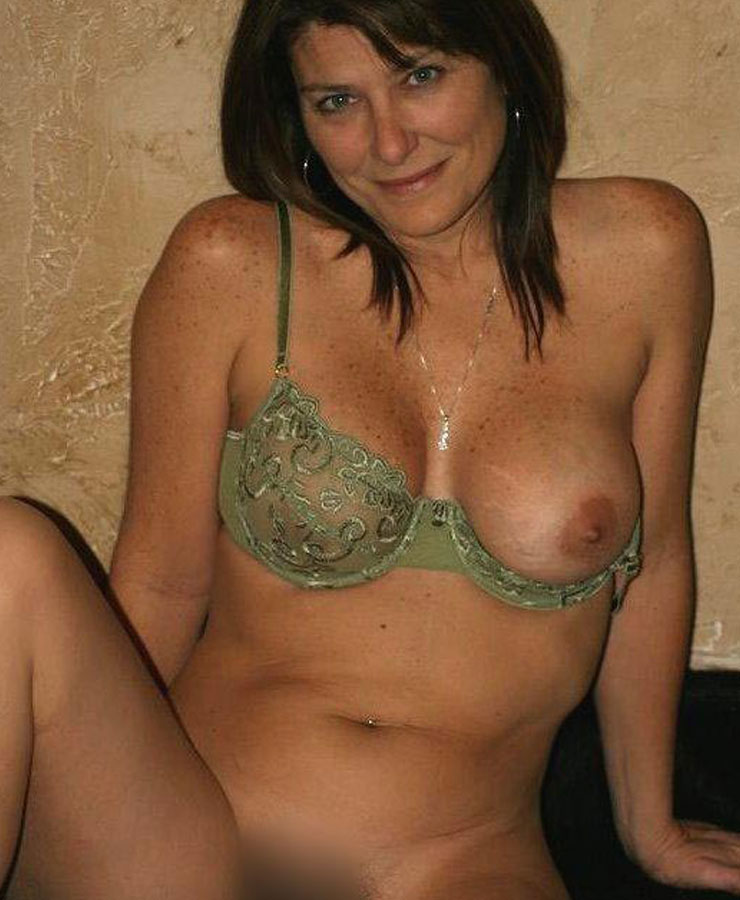 Soapy Erotic Massage With Cougar